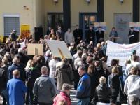Politiker aus dem Thüringer Raum vor den Demonstranten